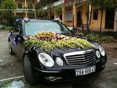 Cho thuê xe cưới mercedes E 250 tại Hà Nội